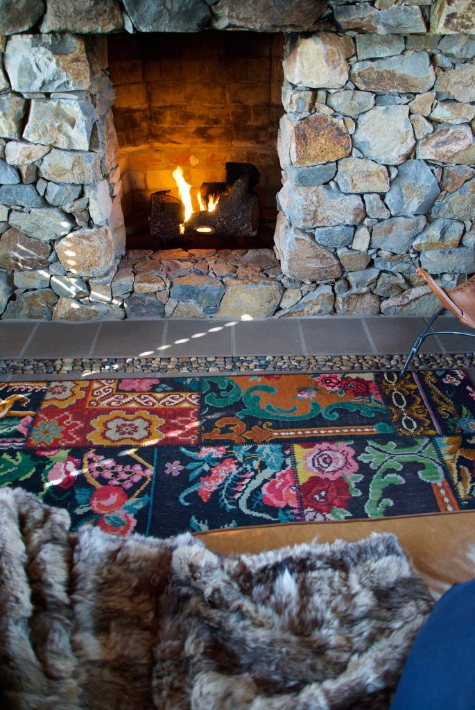 fireplace-rustic-rug-blanket-mantle