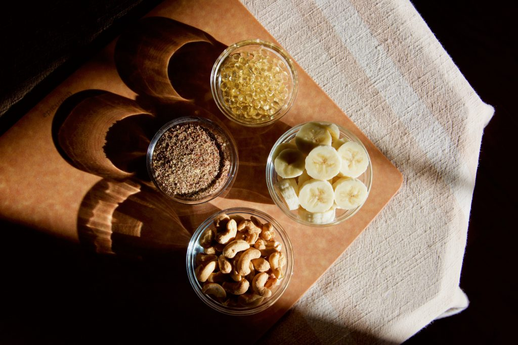 anti-anxiety-foods_bananas_flaxseed-powder_cashews_Grace&Lightness_by-Molly-Beauchemin