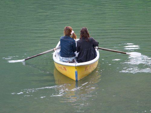 kyoto-friends_boating_lake_Grace&Lightness_friendship_by-Molly-Beauchemin