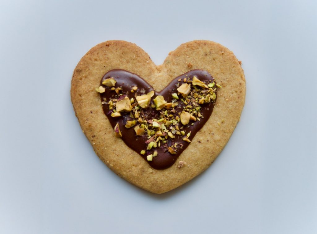 valentines-day-cookie-recipe_pistachio-chocolate-cardamom-rose-cookies