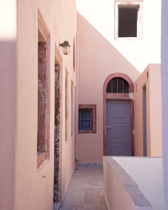pink-alleyway-greece_architecture_by-Molly-Beauchemin_Grace&LightnessMagazine