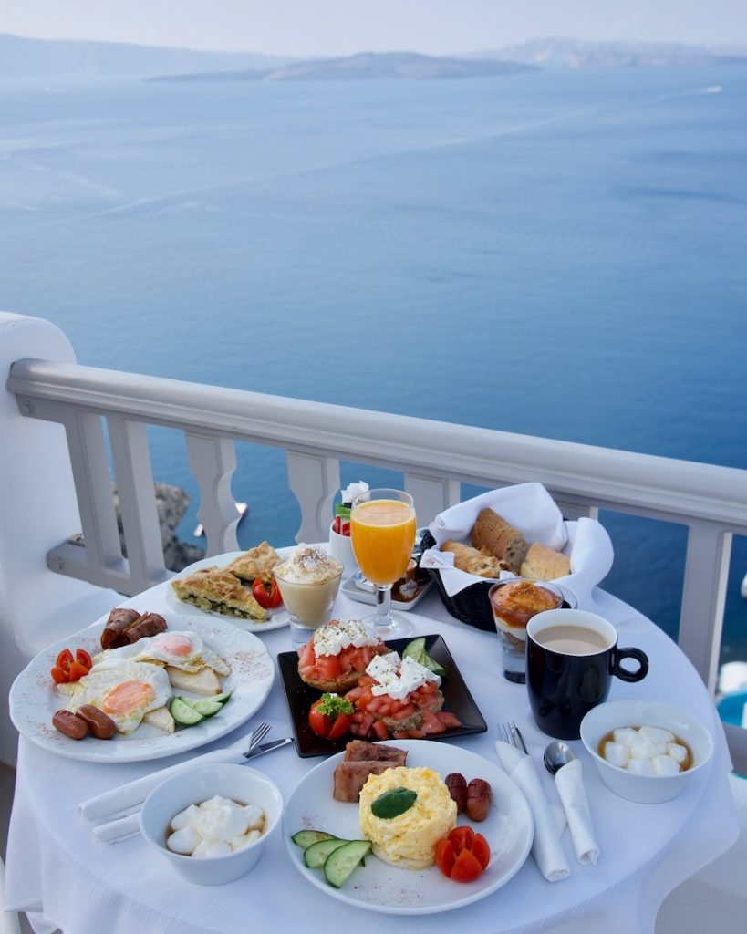 Breakfast-with-a-view_santorini_santorini-hotels_(c)-Grace&LightnessMagazine