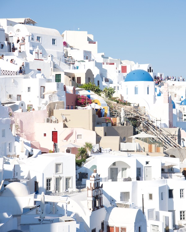 santorini-villas_whitewashed-buildings