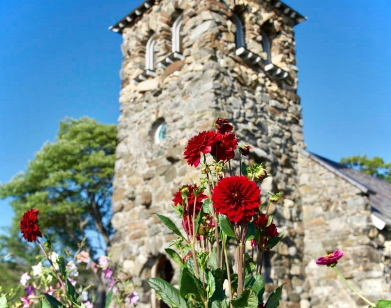 Saint-Anns-Church-viewpoint_scarlet-dahlias