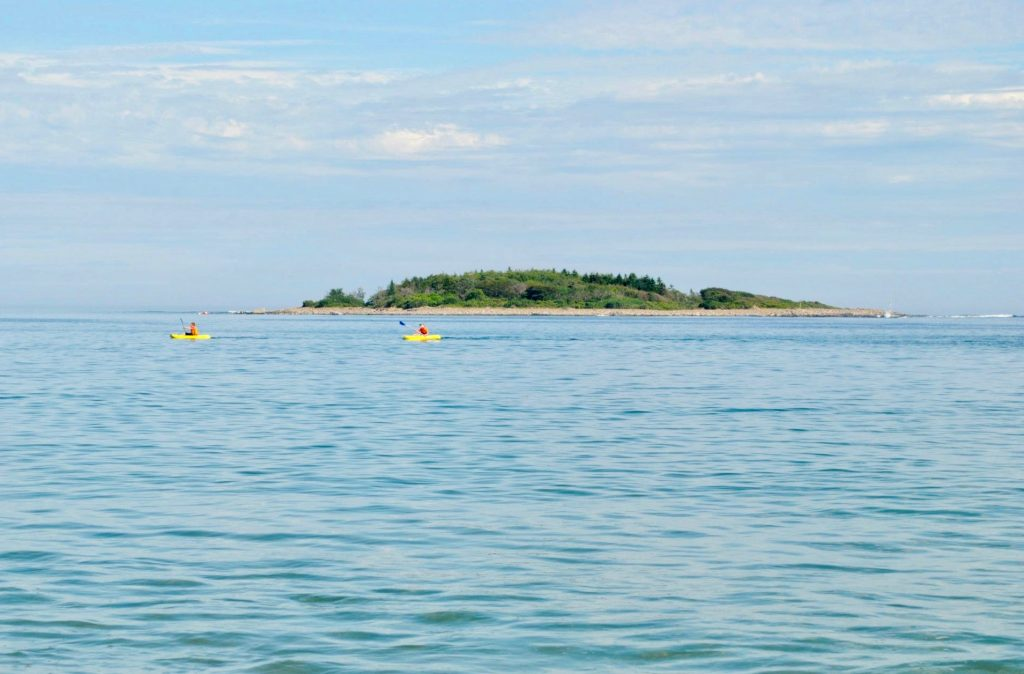gooserocks-beach-kennebunkport-maine_kayakers_Maine-kayaking