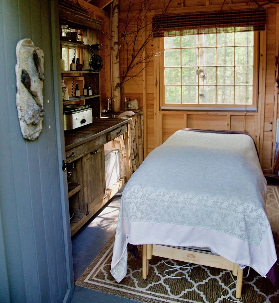 tree-spa-massage-treehouse_by-Molly-Beauchemin