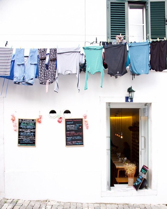 lisbon-travel-guide-alfama-neighborhood