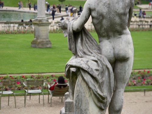 nude-statue-at-luxembourg-gardens-Paris