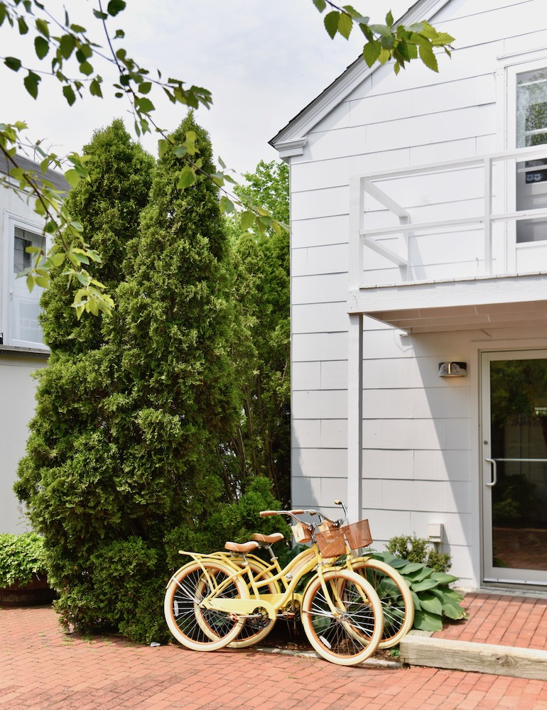 the-hamptons-travel-guide_yellow-bikes