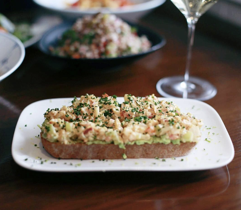 the-hamptons-travel-guide-dining_lobster-avocado-toast
