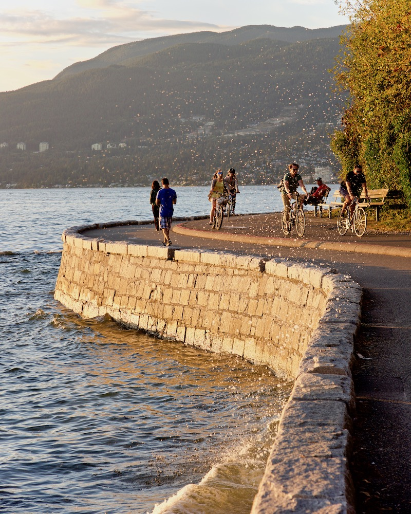 vancouver-travel-guide_biking-stanley-park-seawall