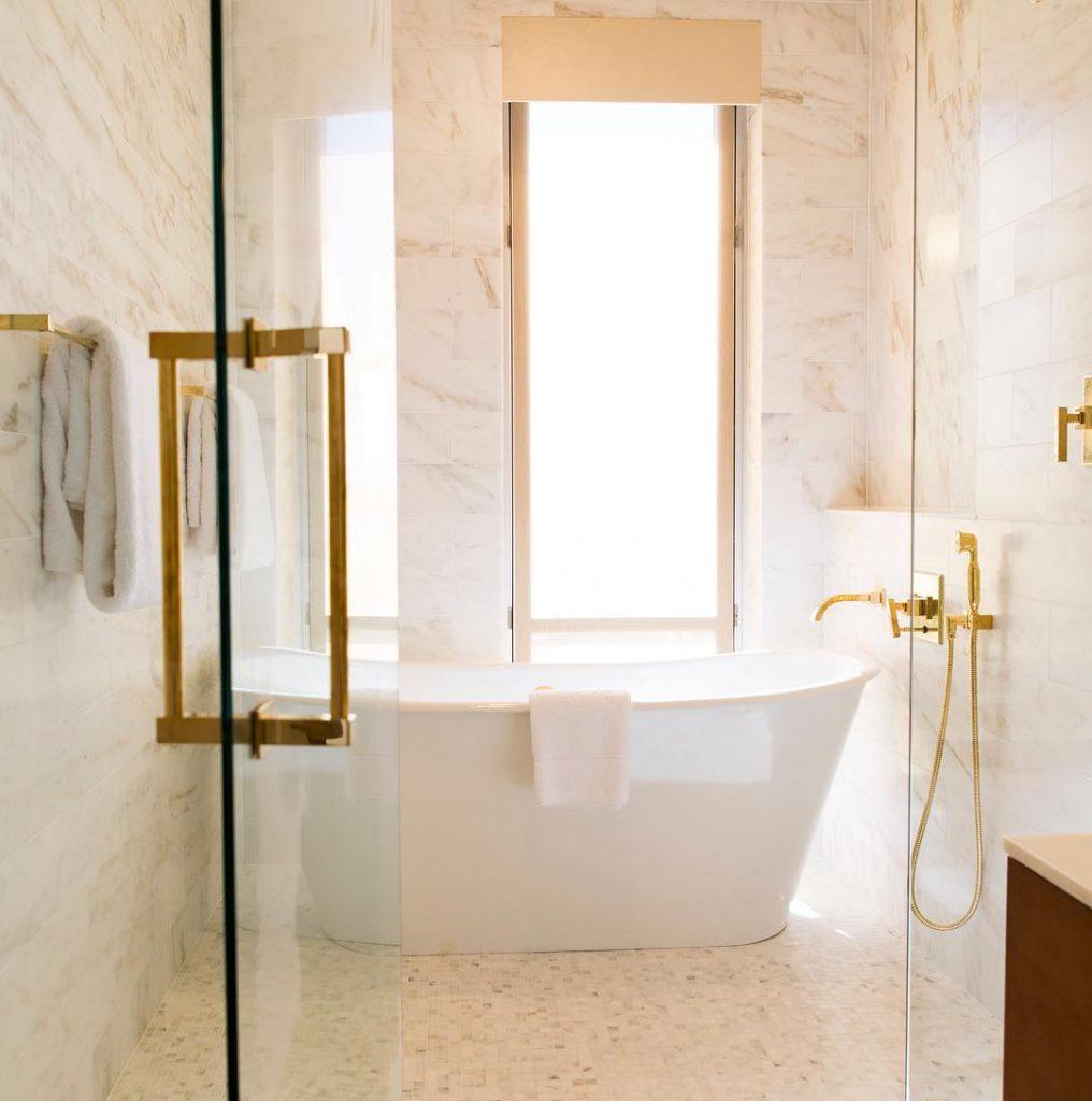 beautiful-tub-for-soaking