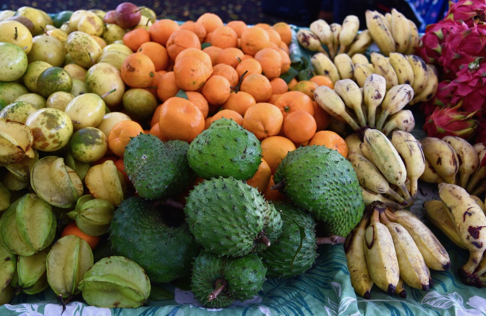 best-farmers-markets-oahu_soursop-fruit