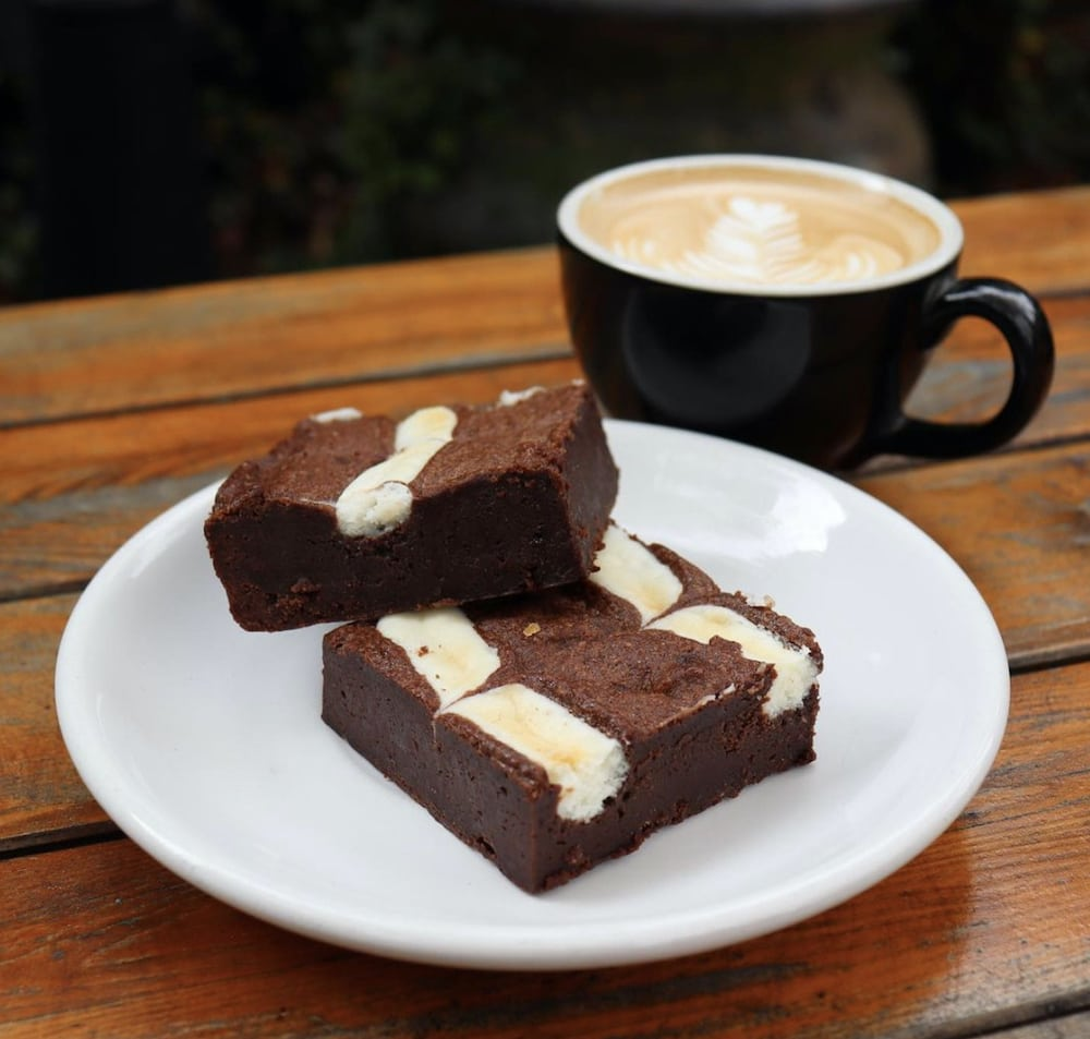 goat-cheese-brownies-latte_foxy-loxy-cafe